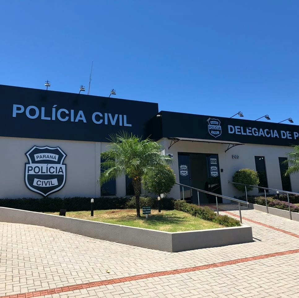 Cícero Lucena visita família de estudante vítima de